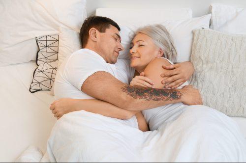 Viele jüngere Männer würden gern mit einer älteren Frau Sex haben