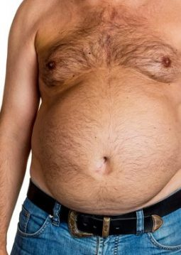 Mann mit Übergewicht. Symbolfoto für Bierbauch, Fettbrust und falsche Ernährung