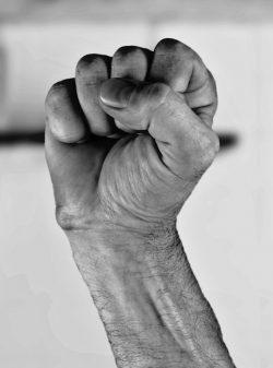 Hand In Die Scheide