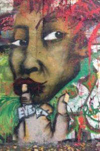 Graffiti nachdenkliche Frau