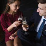 Wie flirte ich als Mann am besten mit Frauen? Körperkontakt suchen oder nicht?