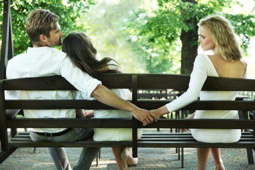 Liebt er zwei Frauen, sie und mich, oder liebt er nur mich und sie nicht mehr?
