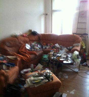 Seine Wohnung ist chaotisch, unaufgeräumt, unordentlich, schmutzig, verdreckt