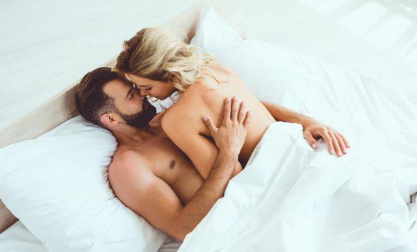 Sie streichelt sich beim Sex mit mir selbst, ich find´s erniedrigend!