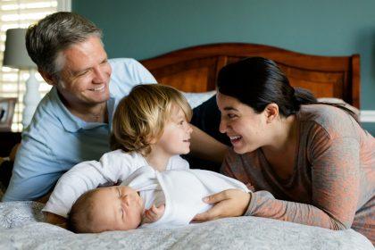 Mutter, Vater, Sohn, Tochter - ist diese kleine Familie nur eine Illusion?