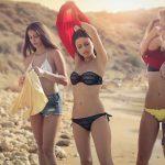 Er steht auf sehr junge Mädchen im Bikini