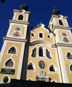 Sie sagen: «Wollen wir doch die Kirche im Dorf lassen!»
