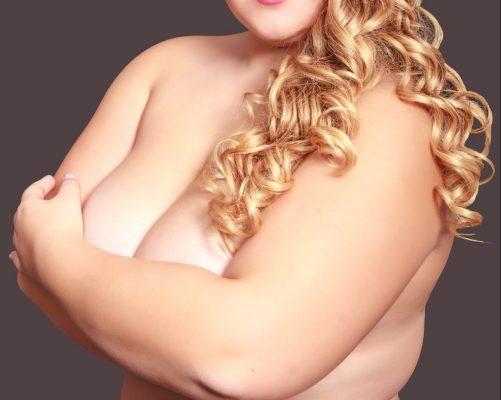 Ihre Brüste sind einfach zu groß, und das liegt auch am Übergewicht
