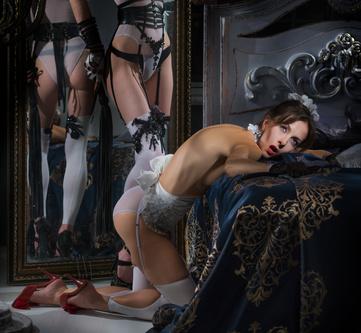 devote Frau bei Sexspielchen