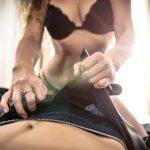 Junger Mann und ältere Frau: sexuell passt das gut